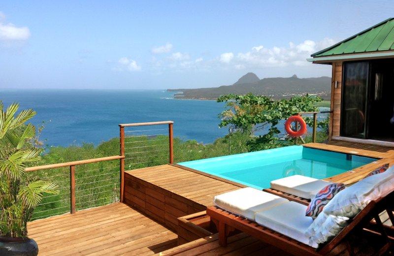 Från däck, utsikt mot Karibiska havet och världsarv Pitons