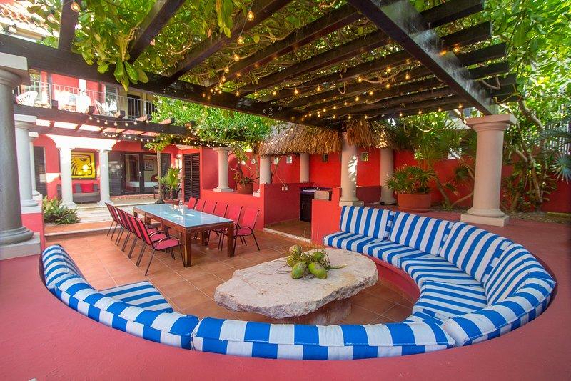 Réceptions en plein air avec salle à manger confortable pour 16