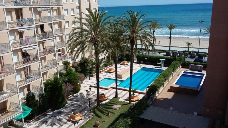 Sea Front Apartment 2 Pools / 1ª linea mar 2 piscinas, holiday rental in Segur de Calafell