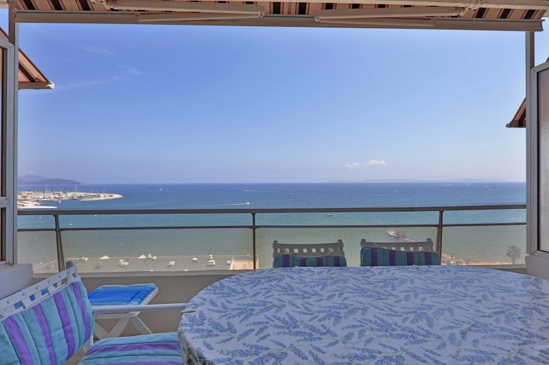 Balcony Sea side