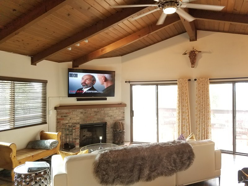 Living Room with 65' Smart TV