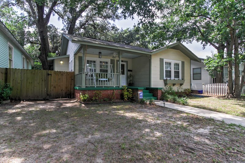 For the ultimate Gulfport getaway, book this cozy vacation rental house!