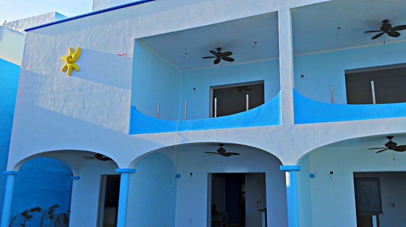 Villa Star of the Sea, Morning Star, 1 bedroom in wonderful Apt on the beach, alquiler de vacaciones en Barra de Navidad
