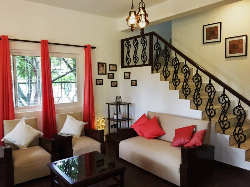 Pinewood Cottage: Your Home Amidst Nature, vacation rental in Kuthal Gaon
