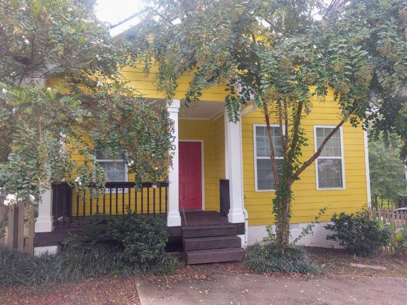 Cute cottage less than a mile from downtown, alquiler de vacaciones en Winterville