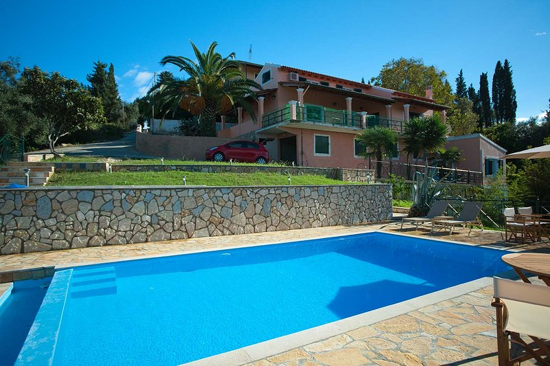 Renovierte Villa, komplett ausgestattet, großer Garten (1.500m2), Parkplatz, außergewöhnlich ruhige Lage