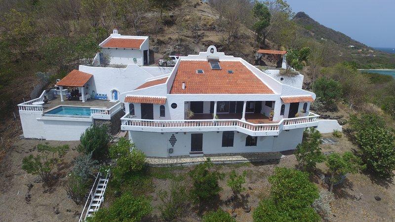 Las Tortugas Villa, Toma Arial