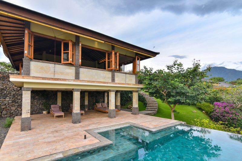 Private infinity pool naast uw villa