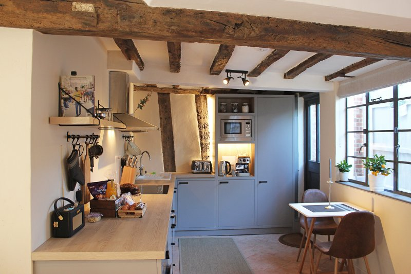 Boutique 15th Century Cottage in the Heart of Medieval Lavenham, holiday rental in Hadleigh