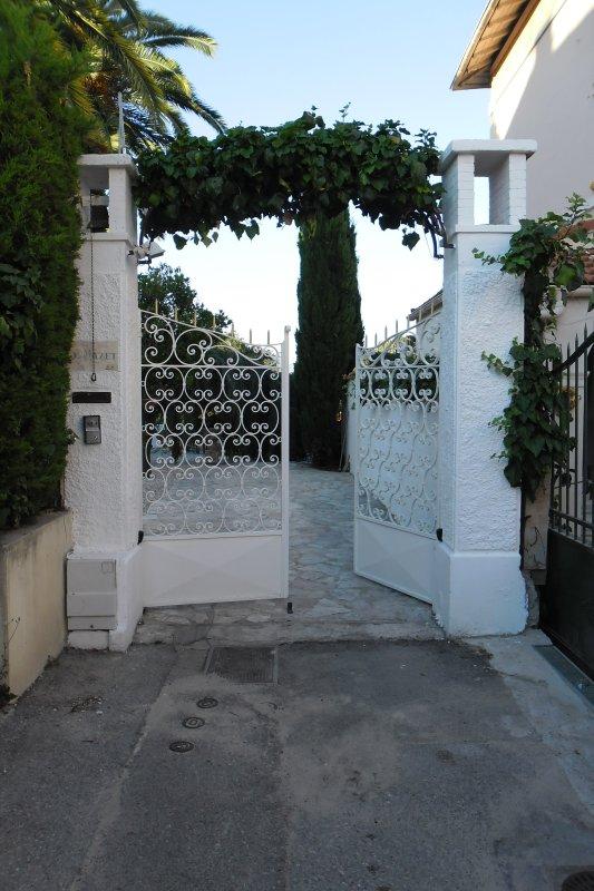 Portail de l'entrée principale