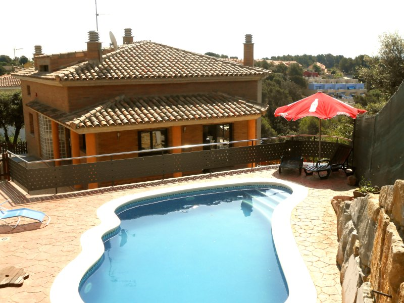 Catalunya Casas: Fabulous Villa Pedrasanta with great views, 35 km to Barcelona!, holiday rental in La Garriga
