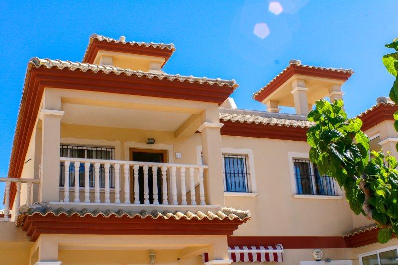 Beaches,flamingos,2 bed,spacious, private solarium BBQ, Free WiFi SKY TV Parking, location de vacances à San Pedro del Pinatar