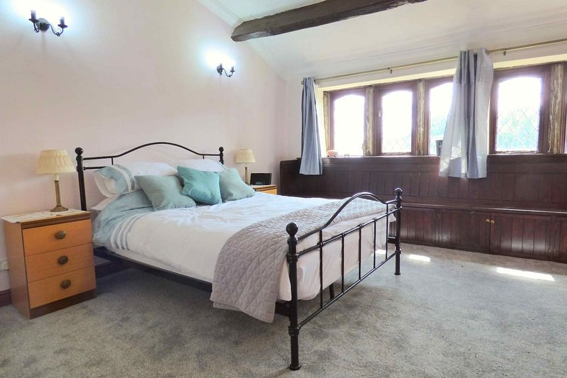 Character Cottage in the heart of the Colne Valley, holiday rental in Rishworth