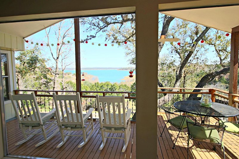 SkyRun Property - 'TEXAS ROSE RETREAT' - Rocking Chairs and Outdoor Patio Table