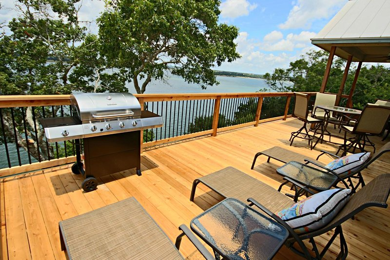 SkyRun Property - 'OVERLOOK POINTE LAKE HOUSE' - Stunning Views from Relaxing Deck