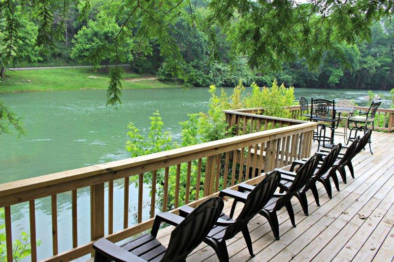 SkyRun Property - 'GUADALUPE RIVER GETAWAY' - Huge Riverside Deck