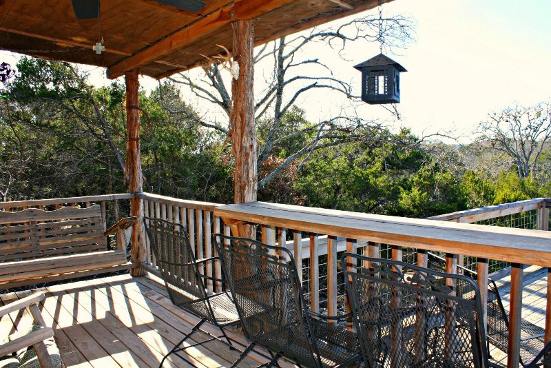 SkyRun Property - 'PEACE CABIN' - Relaxing Deck Surrounded by Trees