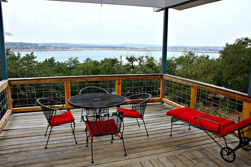 SkyRun Property - 'LAKEPOINT LOOKOUT' - Covered Deck with Lake View
