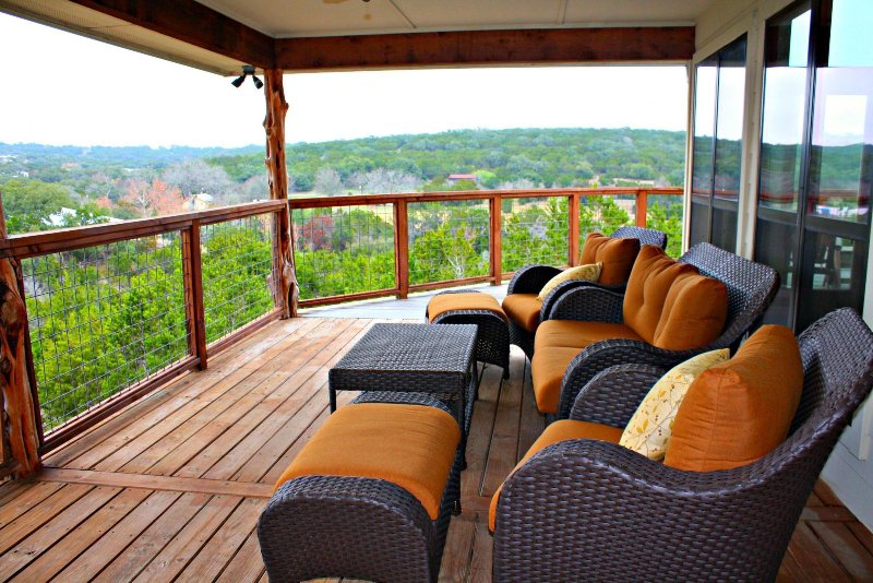 SkyRun Property - 'STAR HOUSE' - Shaded Deck Overlooking the Hill Country