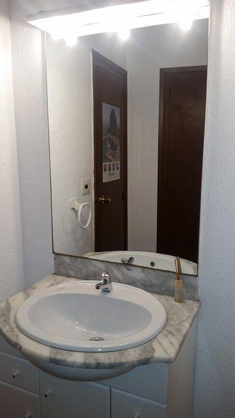 INDIVIDUAL ROOM WITH SHARED BATHROOM