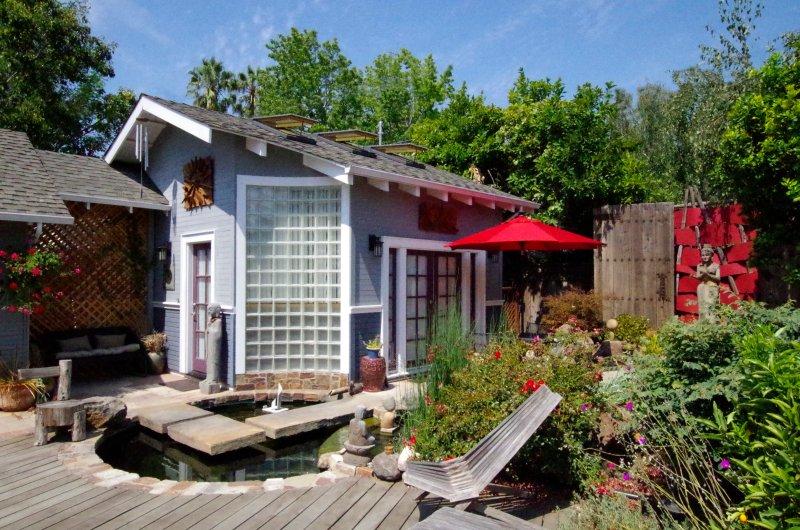 Stunning Guesthouse in a Zen Garden Midtown San Jose, location de vacances à San Jose