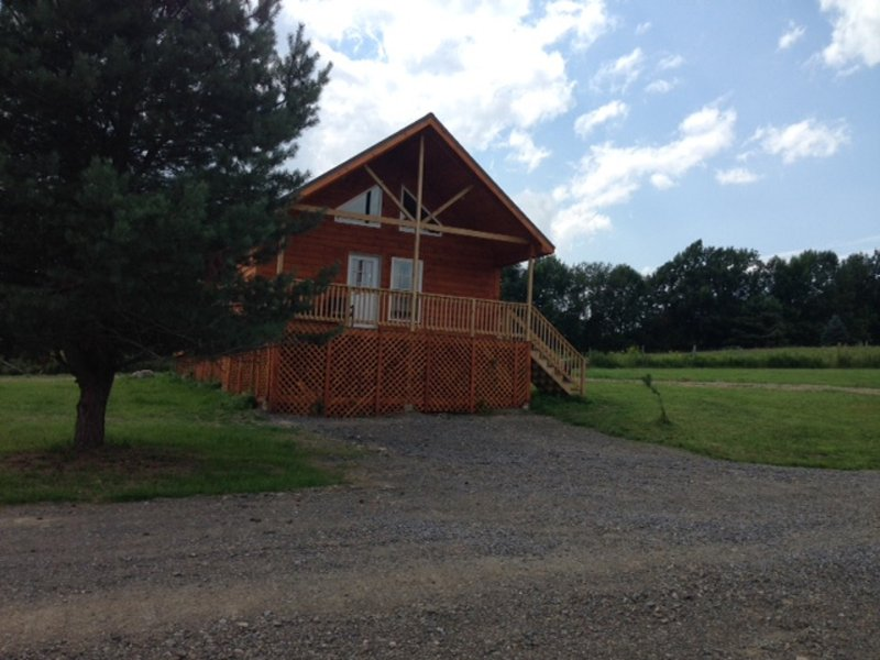 Cooperstown Double Play Cabins 2 - Close To Dreams Park & 5 Miles To Cooperstown, aluguéis de temporada em Edmeston
