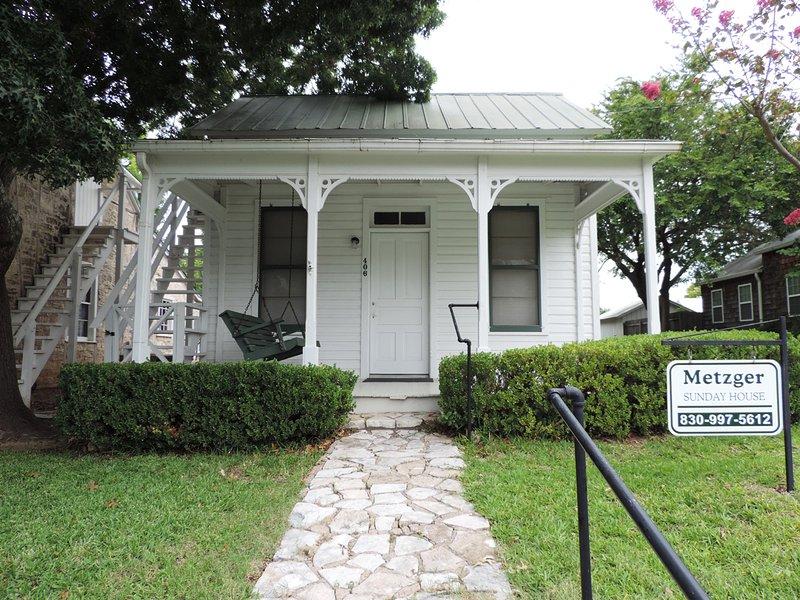 Metzger Sunday House, vacation rental in Fredericksburg