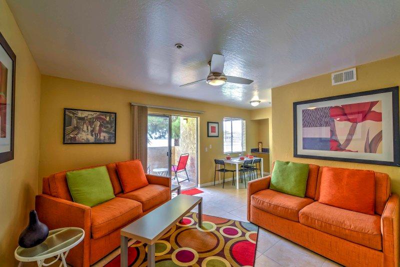 Caminar dentro de este condominio de estudio lindo en la primavera de bloques de apartamentos Complejo y empezar a vivir como lo hacen los lugareños!