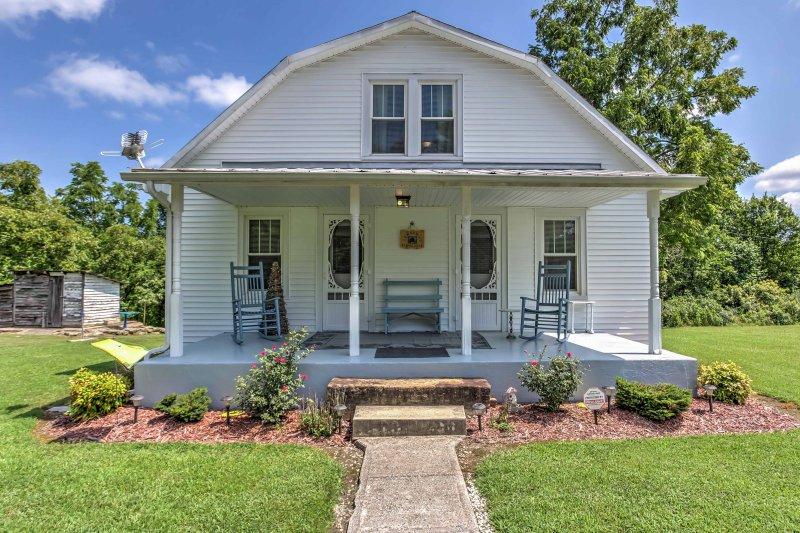 Fuja para 'Grandma Farm House', um 3BR, 1 banho Bathtyville aluguer de férias.