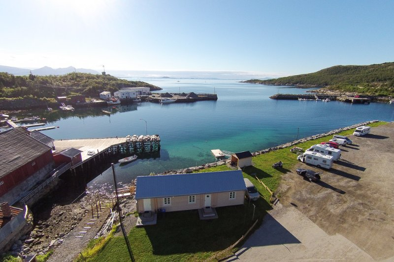 Beautiful 2 bedroom bungalow right on the beach., alquiler de vacaciones en Troms