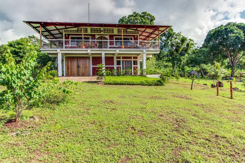UNIQUE & BEAUTIFUL BIG HOUSE with SPECTACULAR VIEWS (Casa Grande), alquiler de vacaciones en Moyogalpa