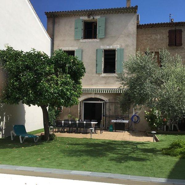 New - Elegant Vigneron on the Canal du Midi with private pool, sleeps 12, location de vacances à Lespignan