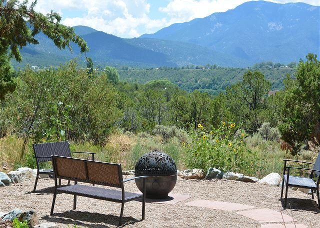 Paradise sweeping mountain views and fire pit luxury