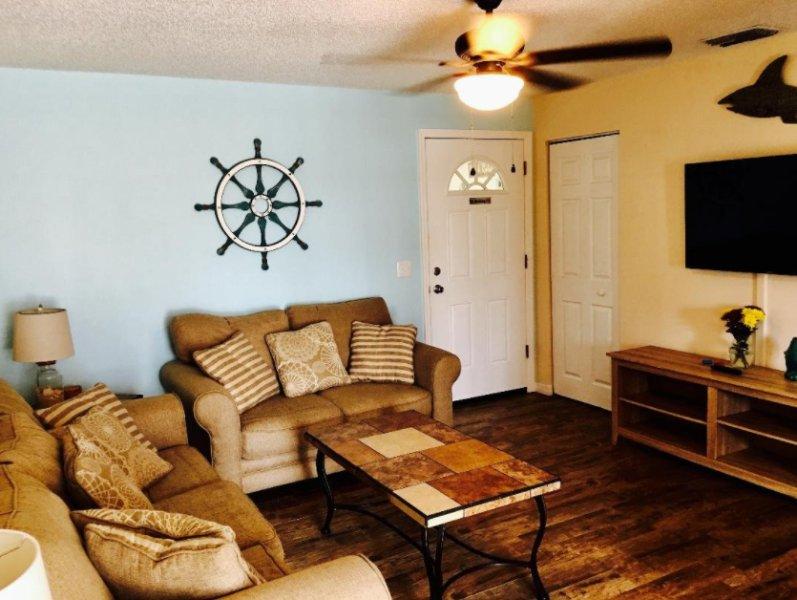 modern clean 2 bedroom apt