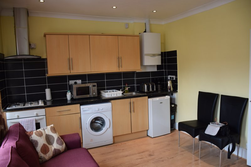 4 bedroom apartment, 2 bathrooms, 5 min. to tube, 20 min. to City Centre, vakantiewoning in Mitcham