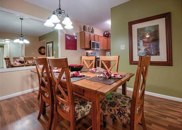 Dining Table for 6 with laminated Wood Floor