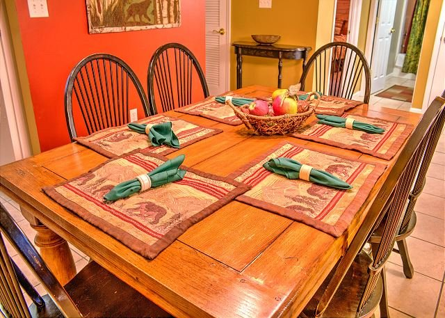 Dining Area with a Table and 6 Chairs
