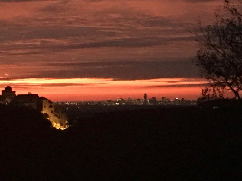Pôr do sol sobre Austin do deck (compartilhado com o proprietário).