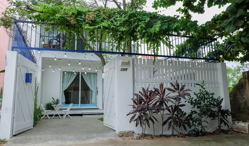 Fleur House Danang - Lovely garden near the beach, holiday rental in Da Nang
