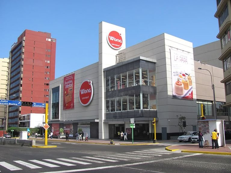 SUPERMERCADO WONG ( Wong Supermarket), 5 minutes walking distance. Here you can buy many things.