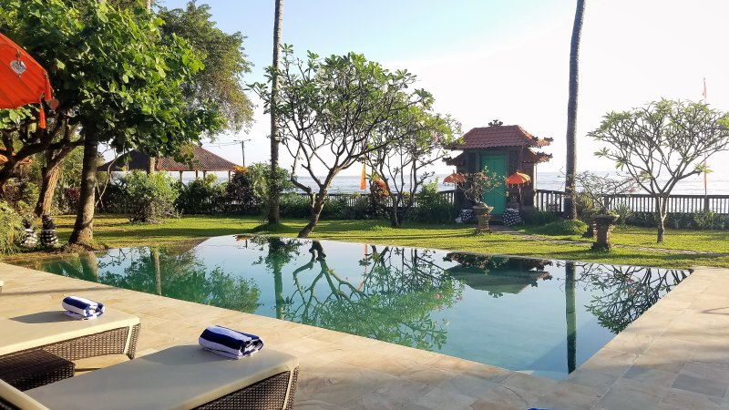 The Mahalani - All-Inclusive Oceanfront Villa – semesterbostad i Buleleng Regency