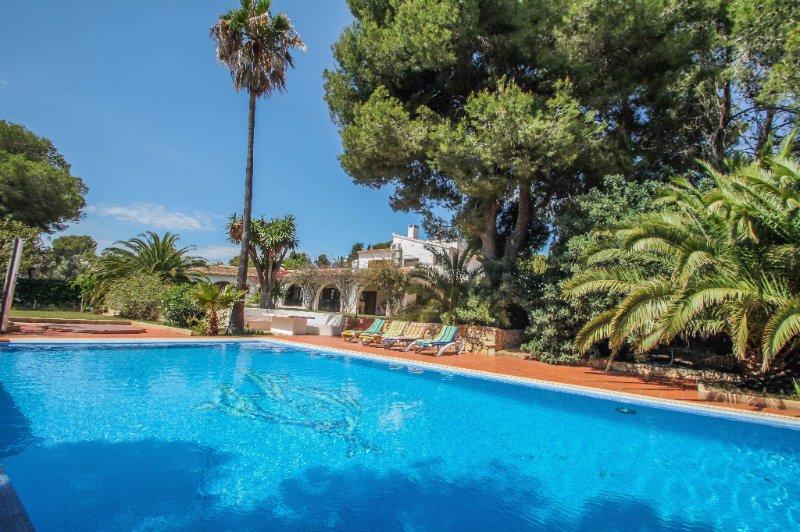 Finca Raiz - modern, well-equipped villa with private pool in Moraira, vacation rental in La Llobella