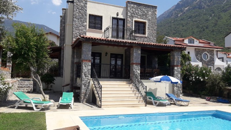 3 bed villa with private pool child friendly