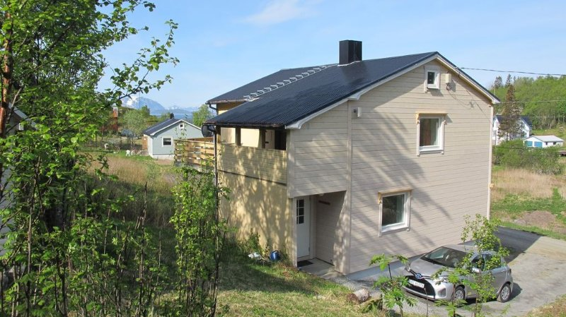 4 bedroom house in Skrolsvik on Senja, alquiler de vacaciones en Troms