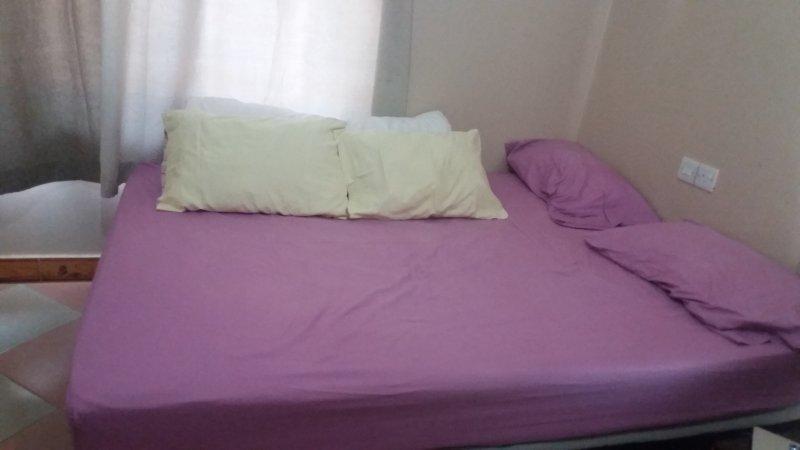 chambre lit queen size. 1 matelas disponible sur demande