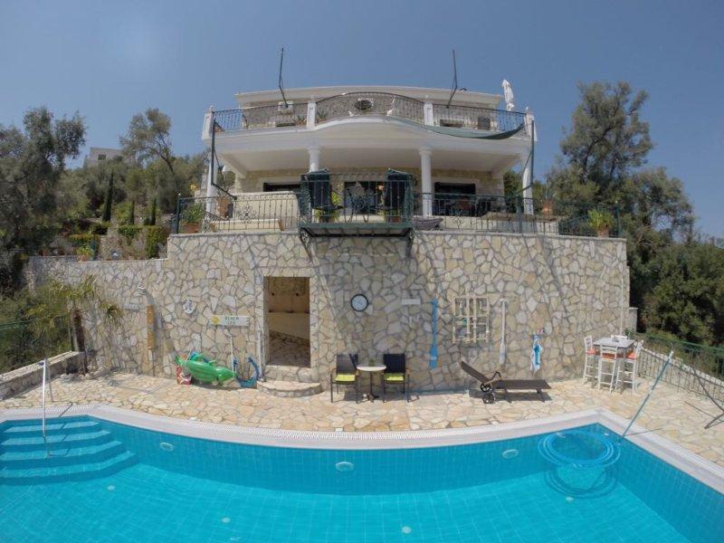 Lemoni Ap. 65m², new Lux Villa, 2 terraces, seaview, 2 WC, 10 minutes beach/city, aluguéis de temporada em Lefkada Town