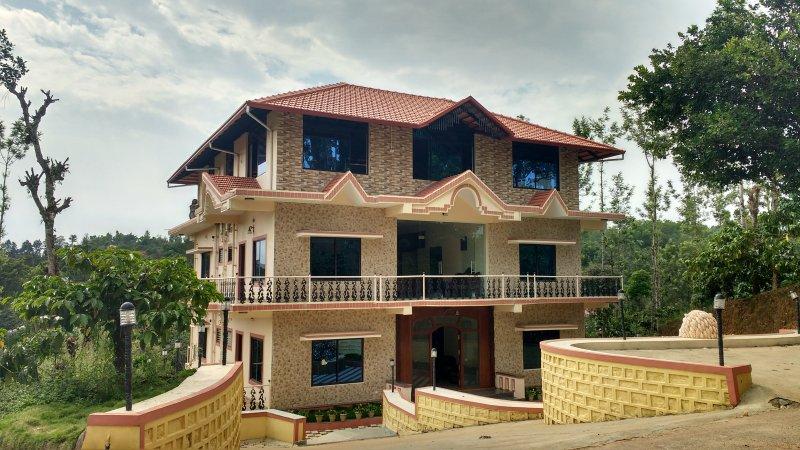 TripThrill Sapthagiri Royal - 3, holiday rental in Madikeri Taluk