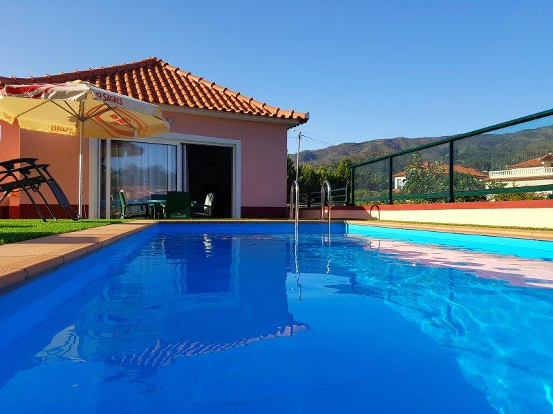 Paradise in Prazeres - Calheta PRIVATE POOL, holiday rental in Jardim do Mar
