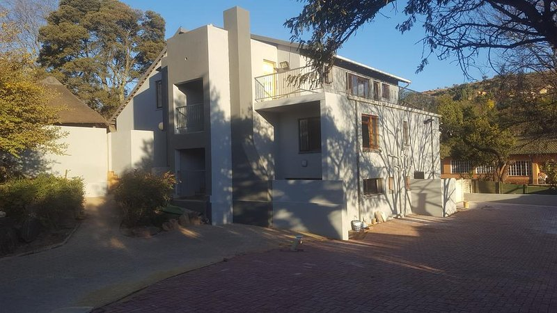(4) 50Galena.Affordable Luxury.Spacious Room ., holiday rental in Krugersdorp