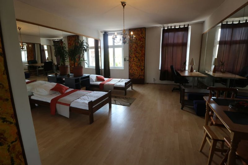 Cozy, full of mirrors, apartment with the view, location de vacances à Cracovie
